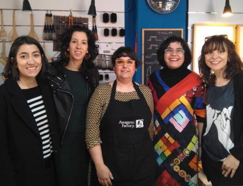 La emprendedora Fabiola Gil, dedicada al grabado japonés en relieve, muestra el resultado de su paso por el laboratorio de innovación comercial